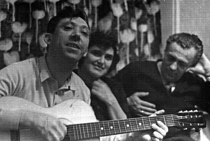 Юрий Никулин с гитарой